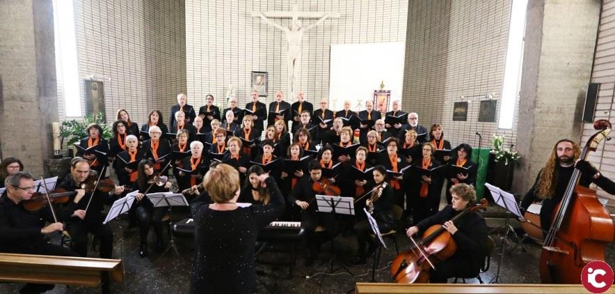 La Coral Santos Patronos ofreció un concierto benéfico para restaurar el trono